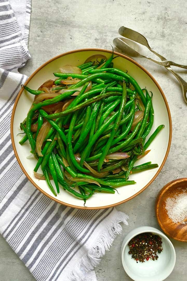 sauteed green beans on a plate